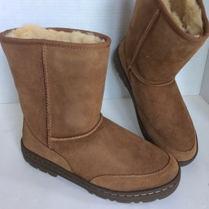 NWT!  UGG ULTRA SHORT REVIVAL BOOTS